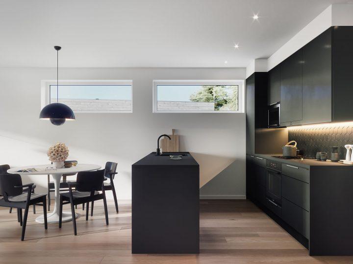Keittiö asunnoissa B3 ja C5   Sisustusteema: Hiili   taiteilijan näkemys